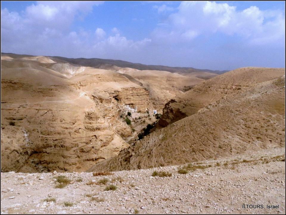 В каждой нашей паломнической поездке во Святой Земле есть посещение святынь Иудейской пустыни - монастырей, в которых становилась и укреплялась православная вера. Один из них - монастырь святых Иоанна и Георгия Хозевитов в ущелье Вади Кельт